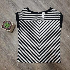 NEW Gap Black & White Chevron Stripe Tshirt Sz S